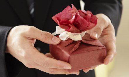 5 pomysłów na prezent dla kobiety, które zawsze wprawiają w zachwyt