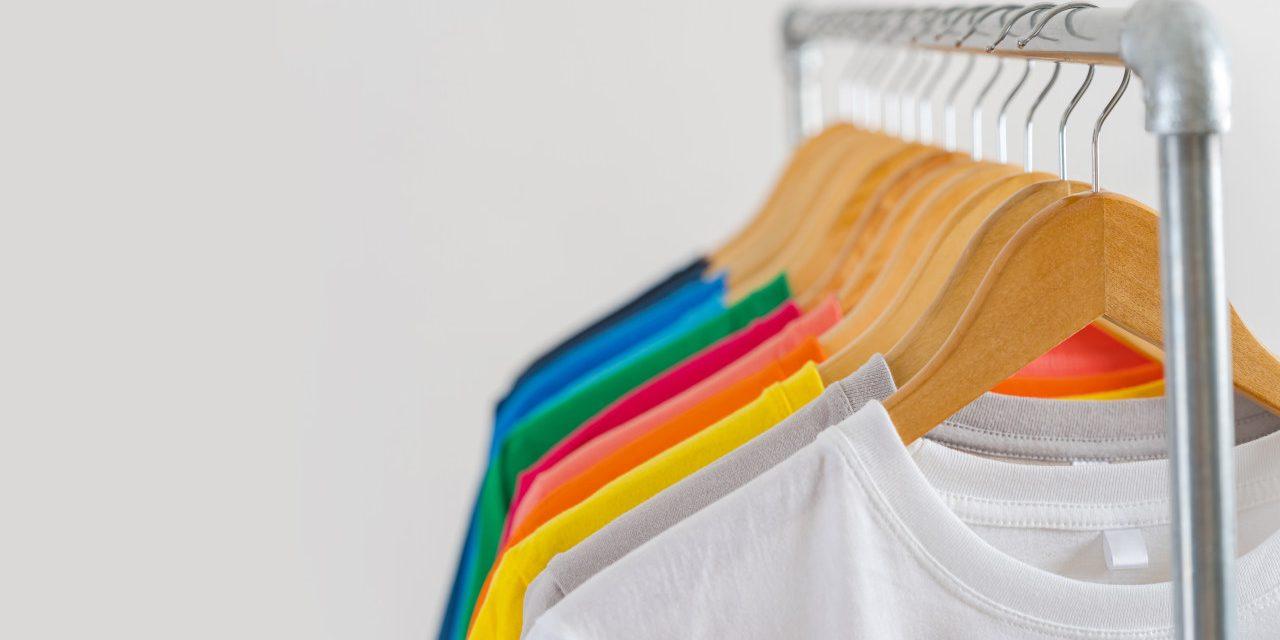 Hurtownia koszulek – skąd kupować koszulki?