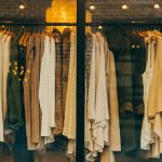 Zamiast kupować nowe ubrania, przerób stare!